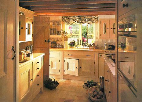 English kitchen the kitchen designer for Old english kitchen designs