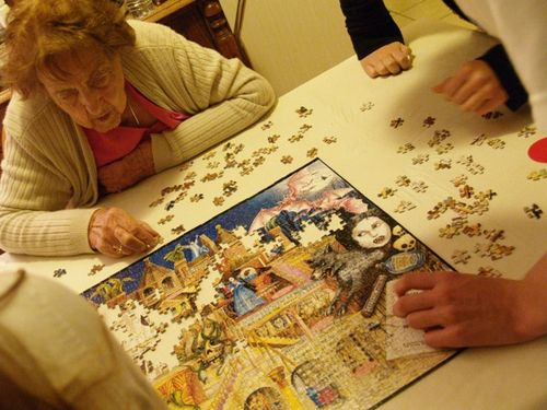 Puzzle piece holder