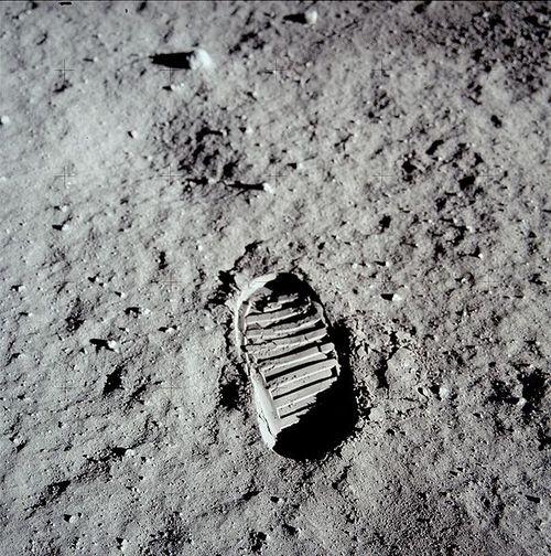 594px-Apollo_11_bootprint
