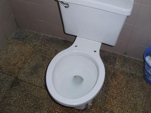 Bathroom on the way to Pinar del Rio
