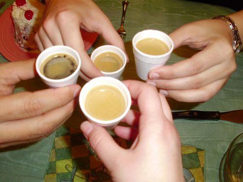 brindando con cafecitos