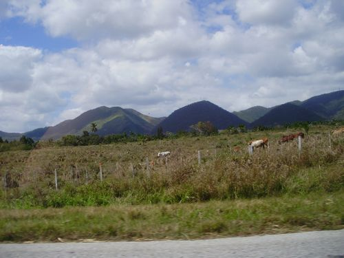 Hills on the way to Pinar del Rio