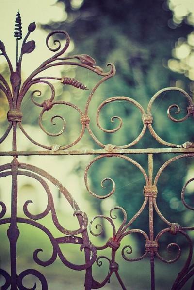 52166049_9pY8kirU_c.jpgiron gate.weheartit.com