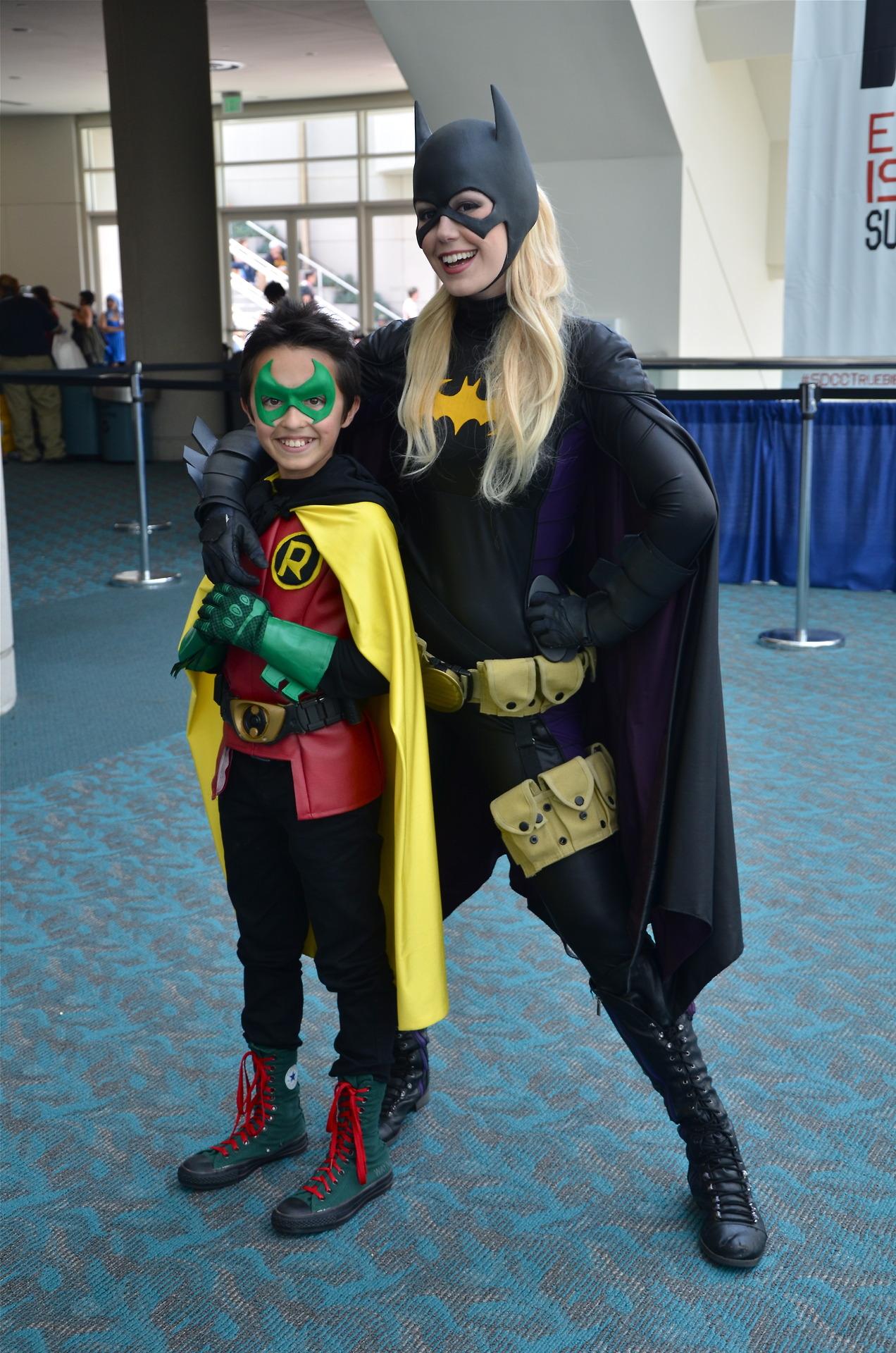 Batgirl And Robin Cosplay Geektyrant