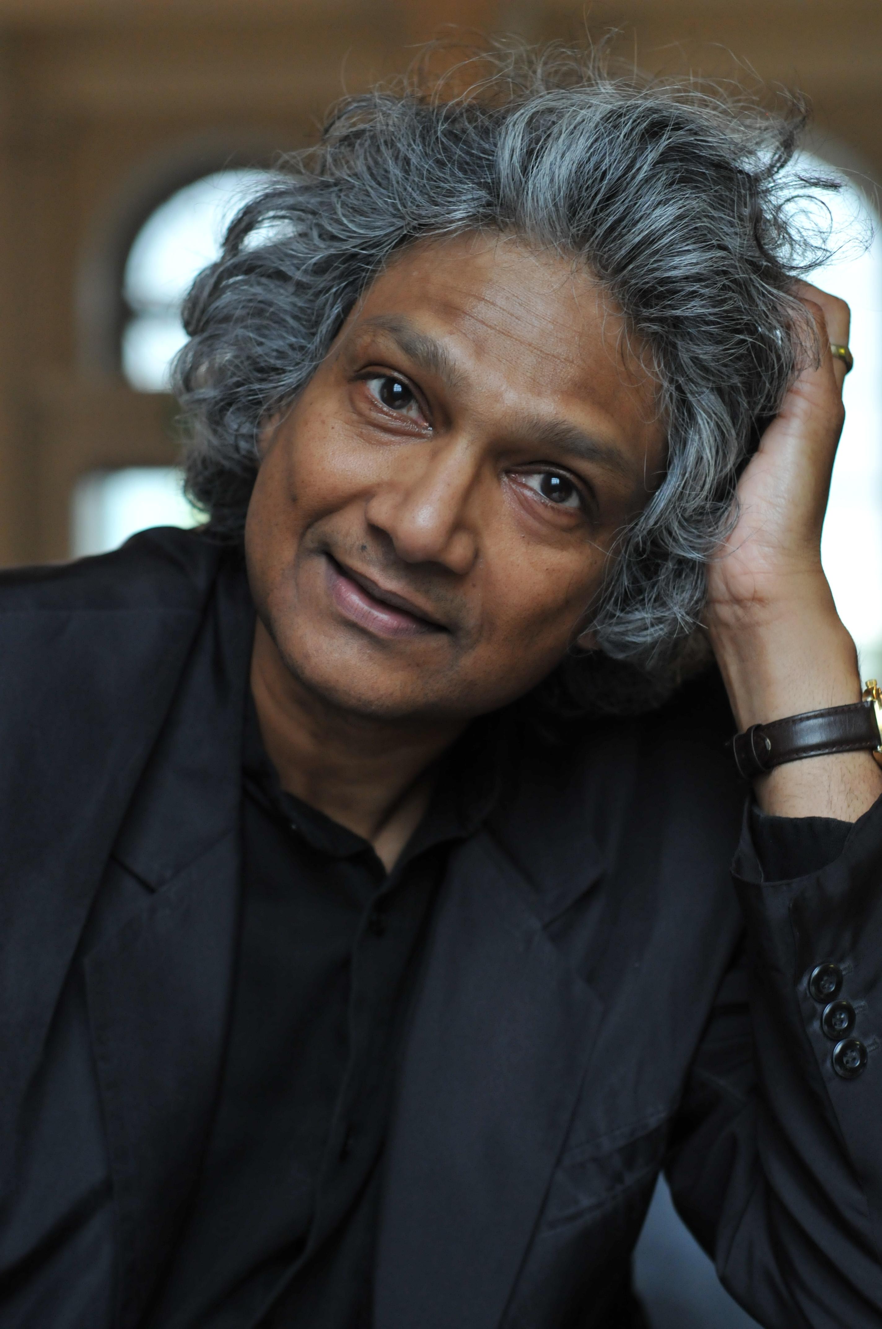 Romesh Gunesekera Author Photos Romesh Gunesekera