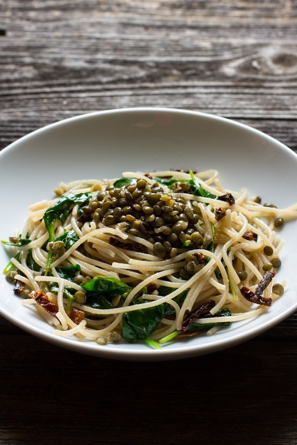 Lemon, Olive Oil, and Roasted Garlic Pasta with Spinach + Lentils // edible perspective #glutenfree #vegan