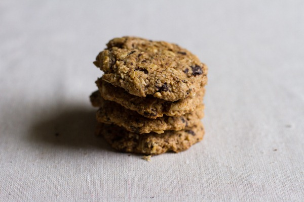 vegan + GF chewy chocolate chip oatmeal cookies // edible perspective