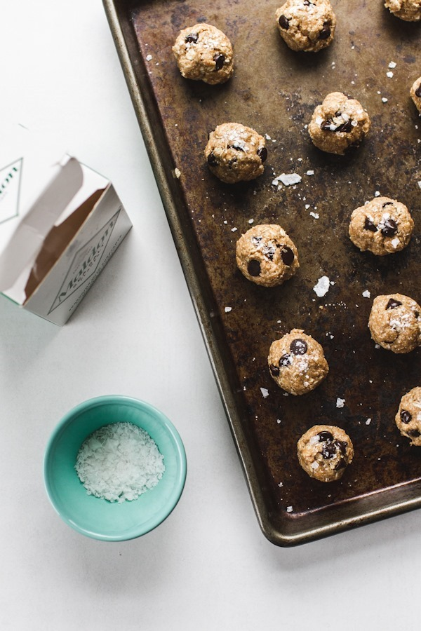1-Bowl, Peanut Butter Oatmeal Chocolate Chip Cookies | edibleperspective.com #glutenfree #vegan