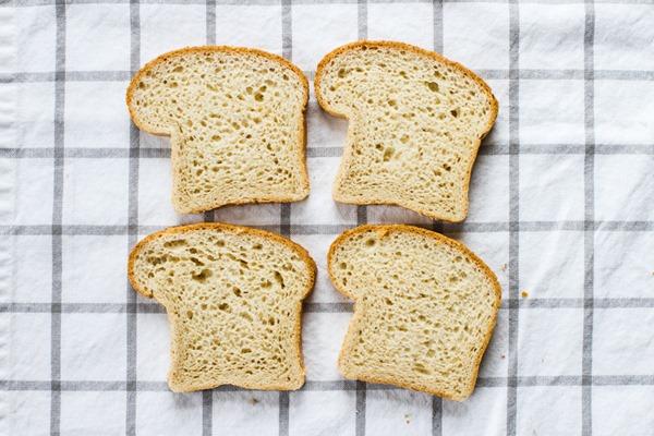 Olive Oil + Breadcrumb Macaroni | edibleperspective.com #glutenfree #vegan