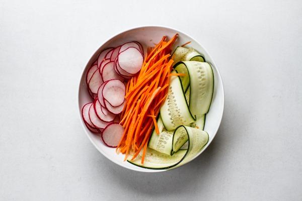 a simple no-lettuce salad | edibleperspective.com #vegan #glutenfree
