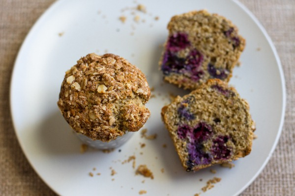 blueberry crumb muffins // edible perspective