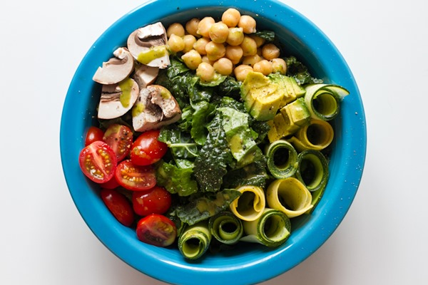 summer veggie salad with garden herb dressing >> edible perspective