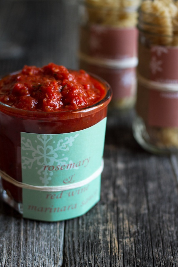 rosemary red wine marinara + garlic oregano pizza sauce || edible perspective