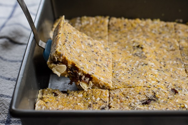 breakfast friday >> no-bake polenta trail mix bars || edible perspective