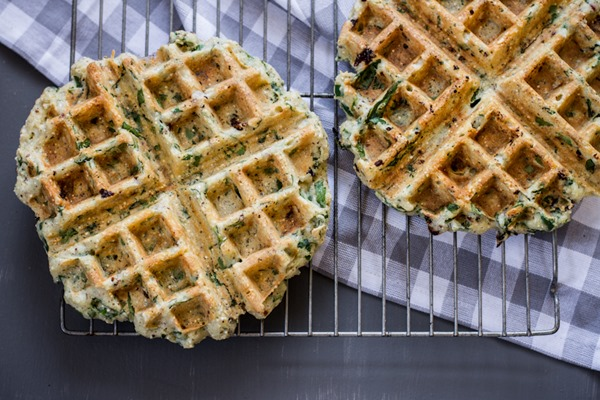 Breakfast Friday // Savory Green Power Waffle with Sun-Dried Tomatoes ...