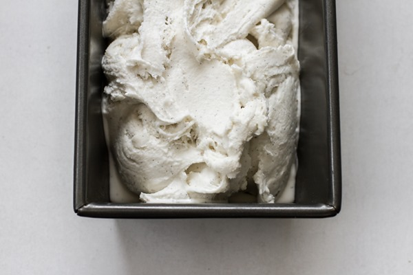 vegan vanilla bean coconut milk ice cream | edibleperspective.com