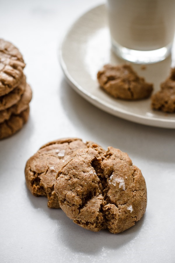 flourless maple cinnamon almond butter cookies | edibleperspective.com