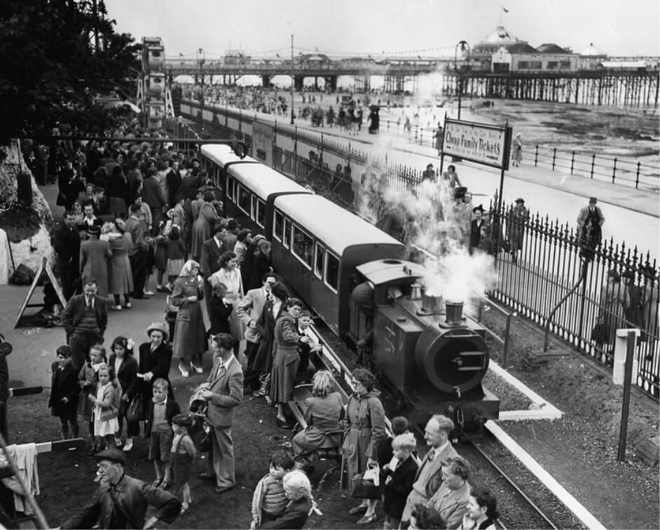 Black and white photo of a steam train.